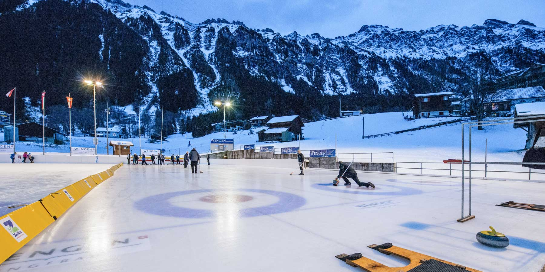 Curling-village